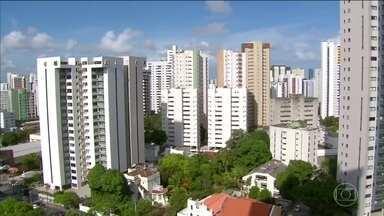 IPTU aumenta e pega muitos brasileiros de surpresa - O ano começou com despesas extras para muita gente pelo país afora. O IPTU, imposto pago pelos donos de imóveis, aumentou em muitas cidades brasileiras.