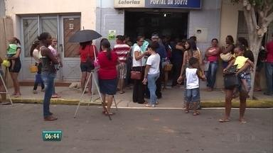 Moradores de Afrânio, no Sertão de Pernambuco, sofrem com destruição de banco após assalto - Agência bancária foi assaltada e continua quebrada