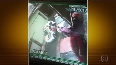 PM de SP apura se agente espancou e matou homem durante ação policial - A ouvidoria da PM de São Paulo está investigando a acusação de que um policial espancou até a morte um homem durante uma ocorrência. A acusação foi feita pela mulher da vítima.