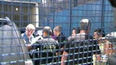 Empresário Eike Batista se entregou a justiça - Eike Batista foi preso assim que desembarcou no aeroporto internacional. O empresário estava em Nova York. Nós acompanhamos a viagem até o Brasil e a prisão. O empresário foi levado para um presídio