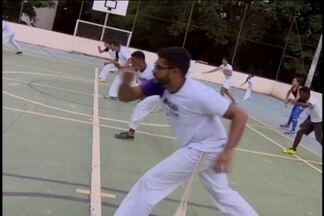 Projeto ensina capoeira em universidade de Divinópolis - Projeto 'Capoeira das Senzalas da Universidade' é realizado na Uemg e é aberto à população.