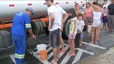 Falta de água em Sorocaba, SP, causa transtornos a moradores - Sem água, moradores afetados pela falta de abastecimento precisam recorrer a bicas e poços. As fontes, no entanto, estão contaminadas, segundo a empresa responsável pelo abastecimento da cidade.