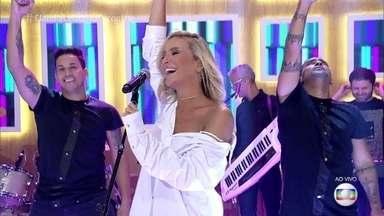 Claudia Leitte canta 'Dekole' - Cantora anima a plateia com sucesso