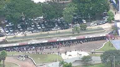 Quem depende do Passe Livre sofre com os problemas do DFTrans - A associação das empresas de ônibus não quis se pronunciar.