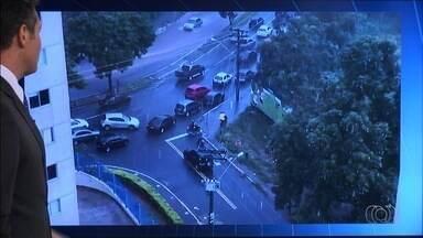 Condutores são flagrados desrepeitando as leis de trânsito em Goiás - Flagrantes foram enviados pelo aplicativo Quero Ver na TV (QVT), WhatsApp e email.