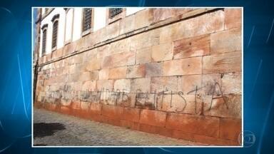 Polícia investiga ação de vandalismo no Museu da Inconfidência, em Ouro Preto - De acordo com a assessoria da instituição, uma pichação foi feita na última segunda-feira em uma das paredes externas.