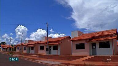 Famílias que compraram casa em residencial em Tangará da Serra não podem se mudar - Famílias que compraram casa em residencial em Tangará da Serra receberam as chaves, mas não podem se mudar.