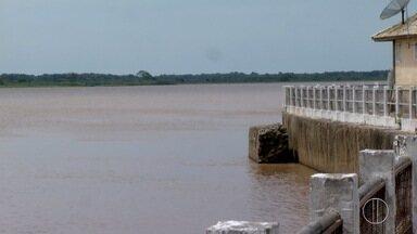 Defesa Civil de São João da Barra, RJ, realiza trabalho de prevenção a afogamentos - Defesa Civil está instalando placas informativas sobre o perigo de tomar banho no Rio Paraíba do Sul.