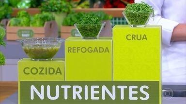 Verduras cruas têm mais nutrientes - A Organização Mundial da Saúde recomenda o consumo de pelo menos três porções diárias de hortaliças. Todas as folhas são ricas em fibras.