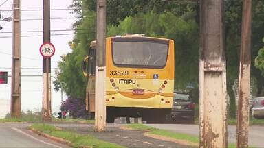 Ônibus que faz a linha Foz - Santa Terezinha é assaltado na BR-277 - Segundo informações da polícia, os assaltantes teriam parado o ônibus em ponto próximo ao bairro Três Lagoas e anunciaram o assalto.
