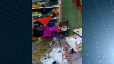Escola municipal é invadida por vândalos no Setor União, em Goiânia - Professores e alunos reclamam de onda de violência nas unidades de ensino da capital.