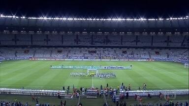 Cruzeiro derrota a Chapecoense em noite de homenagens - Com a vitória de 2 a 0, o Cruzeiro se classificou para as quartas de final da Primeira Liga