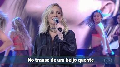 Cláudia Leitte canta seu novo sucesso 'Taquitá' - A cantora solta a voz no palco do Domingão