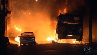 Chega a dez o número de ônibus incendiados na Grande BH - Ataques foram em Belo Horizonte, Betim, Contagem, Sarzedo e Vespasiano.
