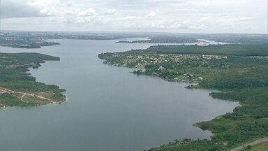 Especialistas questionam plano para captar água do Lago Paranoá - Dois dias depois do governo anunciar o novo plano para captar água do Lago Paranoá, especialistas questionam o projeto e dizem que a crise hídrica já era esperada.
