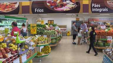 Cesta básica está mais barata em Curitiba - Segundo o Dieese os principais responsáveis pela queda são produtos como frutas, verduras e legumes.