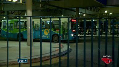 Terminal de Jardim América, em Cariacica, tem ônibus circulando normalmente - Ruas têm ônibus circulando.