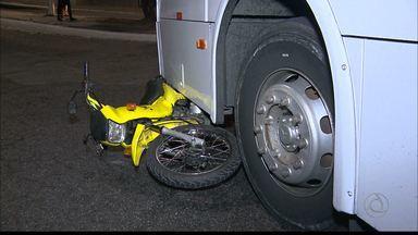 Motociclista provoca acidente com dois ônibus em Campina Grande - Motociclista estava alcoolizado.