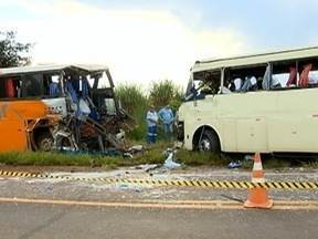 Sobreviventes de acidente afirmam que receberam uma nova chance de vida - Ônibus bateram frontalmente na SP-563.