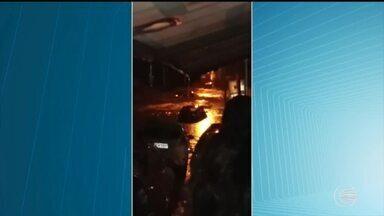 Carros ficam quase submersos na Zona Leste de Teresina após forte chuva - Carros ficam quase submersos na Zona Leste de Teresina após forte chuva