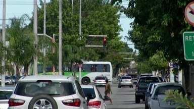Semáforos de Campos, RJ, será reprogramados para funcionar de forma sincronizada - Ruas de Campos, RJ, ficam congestionadas nos horários de pico.