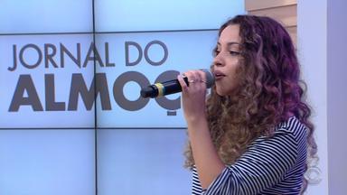 Classificada no The Voice Kids, gaúcha Steici Lauser canta no Jornal do Almoço - Assista ao vídeo.