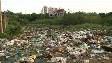 Lixão incomoda moradores em bairro em São Luís - Mesmo depois de várias solicitações os moradores do bairro Jaracati afirmam que a Prefeitura ainda não resolveu o problema.