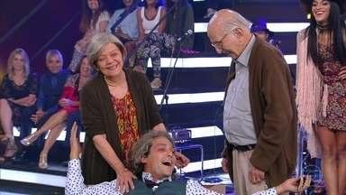 Eduardo Sterblitch ganha surpresa no palco - Fernanda Lima comanda terapia com o ator
