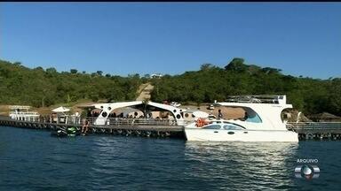 Começam os preparativos para o carnaval às margens do Lago Corumbá, em Goiás - Estrutura está sendo montada para os foliões aproveitarem a festa durante o dia e a noite.