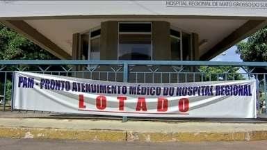 Hospitais públicos de Campo Grande (MS) estão rejeitando pacientes - Só recebe atendimento quem é indicado pelas centrais de regulação, uma espécie de triagem, ou pelo Samu. Essa nova orientação superlotou um dos maiores hospitais da cidade.