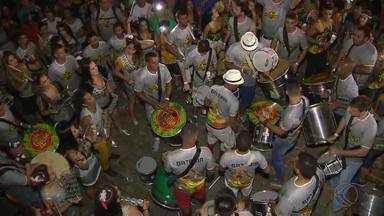 Bloco Gato de Botas mistura ritmos no carnaval de São João del Rei - Após a concentração no Largo do São Francisco, foliões desfilaram sob o ritmo da percussão com o som de instrumentos clássicos