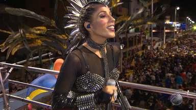 Criatividade nas fantasias é o destaque do bloco 'Os Mascarados' - Bloco desfilou na quinta (23), no circuito da Barra/Ondina.