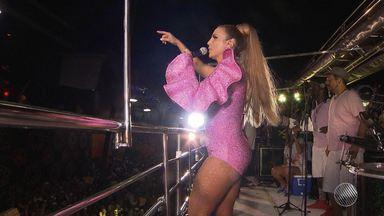 Ivete puxa trio para o folião pipoca na quinta (23) de Carnaval - Uma multidão acompanhou a cantora, que aproveitou para ensaiar o samba-enredo que homenageia ela no carnaval do Rio de Janeiro.
