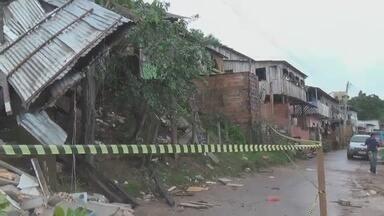 Homem e criança morrem após casa desabar em Manacapuru, no AM - Deslizamento de terra ocorreu durante forte chuva na cidade.