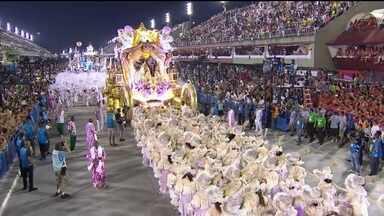Mangueira ganha Estandarte de Ouro de melhor escola do Carnaval do Rio - A Mangueira ganhou o Estandarte de Ouro de melhor escola do Carnaval do Rio. O prêmio é dado há 45 anos pelo jornal O Globo. Foi o segundo Estandarte de Ouro consecutivo da Mangueira.