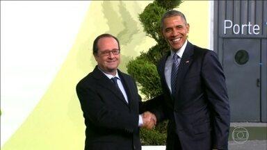 Petição online quer colocar Barack Obama no Palácio do Eliseu - Os autores da petição receberam e-mails de advogados garantido que, se o presidente do parlamento da França concedesse a cidadania francesa, Obama poderia ser presidente.