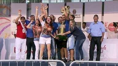Acadêmicos do Tatuapé é a campeã do carnaval 2017 de SP - Escola foi vice-campeã em 2016. Agora, levou a taça no critério de desempate com a Dragões da Real, que obteve a mesma pontuação e ficou com o vice.
