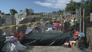 Polícia investiga roubo de um corpo no cemitério de Penha - Polícia investiga roubo de um corpo no cemitério de Penha