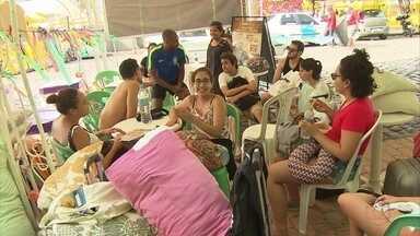 Foliões se despedem das ladeiras de Olinda - Há quem já esteja com saudades do carnaval.