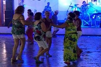 Clube de Mogi das Cruzes comemora última noite do carnaval - Festa reuniu marchinhas antigas e fantasias na celebração.