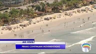 Muitos turistas esticaram a folga até quarta-feira no litoral - Os visitantes aproveitam o dia de calor na praia