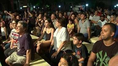 Marchinhas e muito samba marcam última noite de Carnaval em Araçatuba - Muita gente se divertiu ao som das tradicionais marchinhas e muito samba na última noite de Carnaval em Araçatuba (SP), na terça-feira (28).