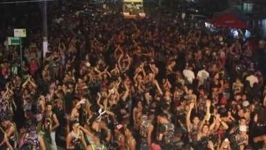 Brincantes de várias idades pulam carnaval em Humaitá, no AM - Folia no sul do Amazonas foi exemplo contra o preconceito.