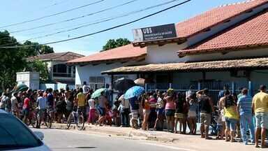 Moradores de Vila Velha protestam contra infestação de mosquitos - Eles colocaram fogo em pneus e galhos e fecharam avenida.