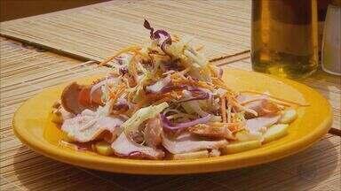 Prato Fácil: Veja receita de salada diferente com carne de porco - Fernando Kassab mostra como fazer.