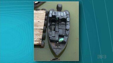 Embarcação carregada com cigarros é apreendida no Rio Paraná - Duas pessoas foram presas e encaminhas junto com a carga para sede do Nepom em Guaíra.