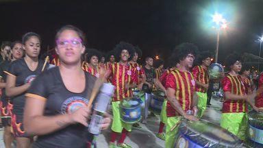 Santistas participam de desfile de escola de samba na Bolívia - Eles puderam mostrar o samba brasileiro aos boliviados em Santa Cruz de La Sierra.