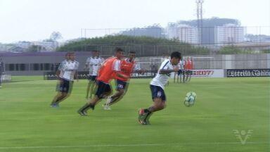 Corinthians busca manter a primeira colocação no Paulistão - Time vai jogar contra o Santos, na noite deste sábado, na Arena Corinthians
