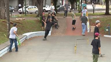 Skatistas participam de Campeonato de Manobras - Campeonato é na avenida Cerro Azul em Maringá