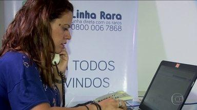 Linha Rara, um telefone 0800, vai tirar dúvidas sobre doenças raras - Dúvidas são passadas a especialistas e a resposta vem em uma semana. Brasil tem em torno de 13 milhões portadores de alguma doença rara.